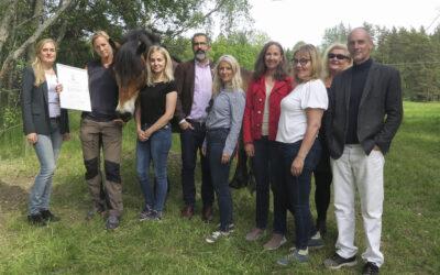 Klöverdam delar ut miljöpris till Järva Trädvårdscenter